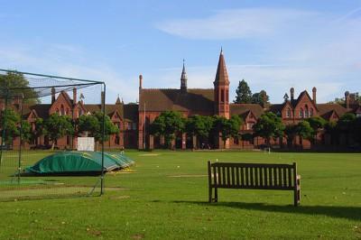 Школа Lewis school of English, Рэдинг